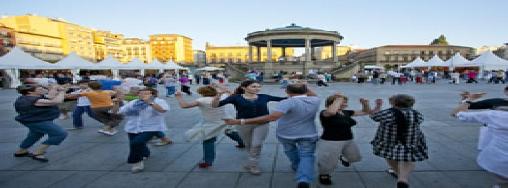Bailables de txistu y gaita en la Plaza del Castillo