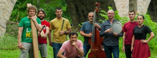 Concierto del grupo navarro Mielotxin con los músicos búlgaros Nikola Tenev y Todor Smilenov